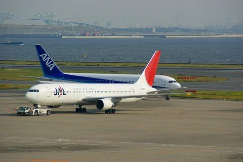 Самолёты авиакомпаний Japan Airlines и All Nippon Airways