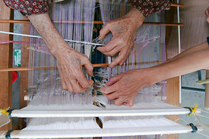 Изготовление тканей на Окинаве