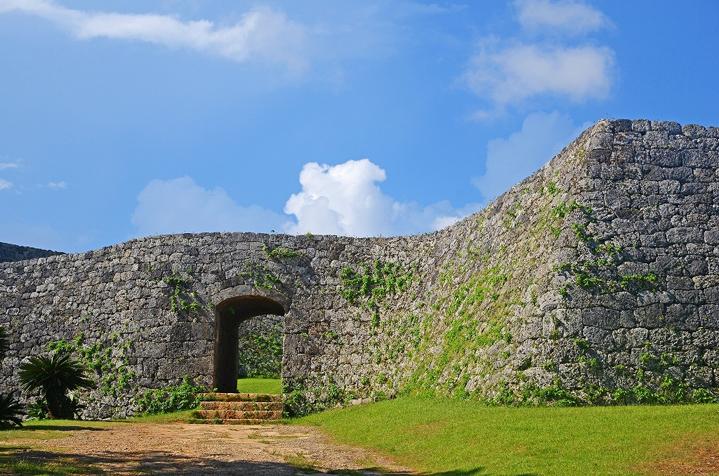 Руины замка Дзакими
