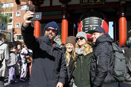 Иностранные туристы в районе Асакуса