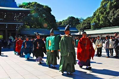 Осенний праздник в храме Мэйдзи