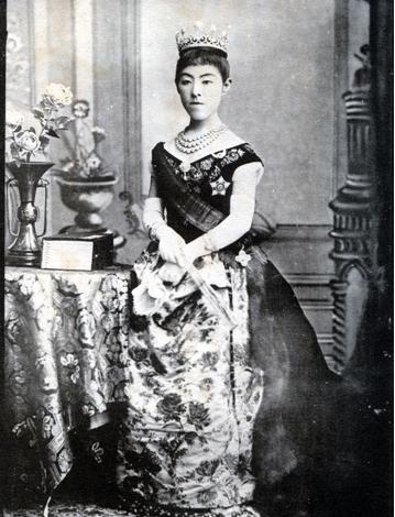 Императрица Сёкэн (1849-1914)