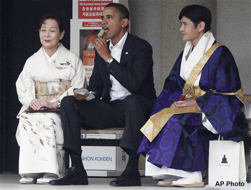 Барак Обама поедает мороженое со вкусом зелёного чая