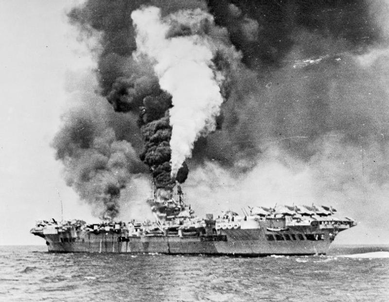 Корабль, повергавшийся атаке камикадзэ