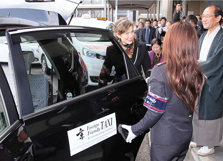 Во время тура в Киото иностранцы могут воспользоваться специальным такси