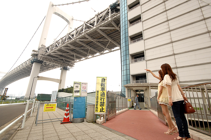 Вход на Радужный мост со стороны Токио