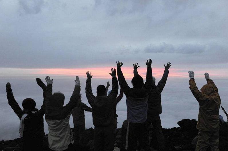 Встреча рассвета на вершине горы Фудзи