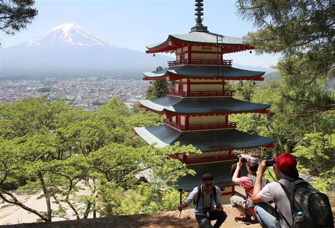 Туристический сезон в парке Аракураяма