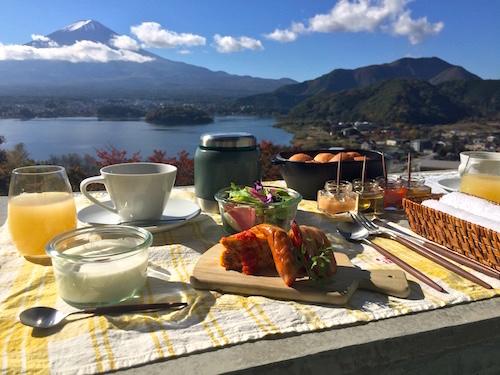 Завтрак с видом на гору Фудзи