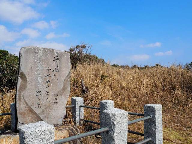 Эконом памятник Волна Томари каталог памятников карельского гранита