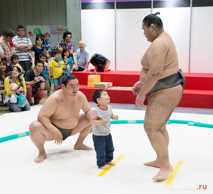 Соревнования по борьбе сумо для малышей