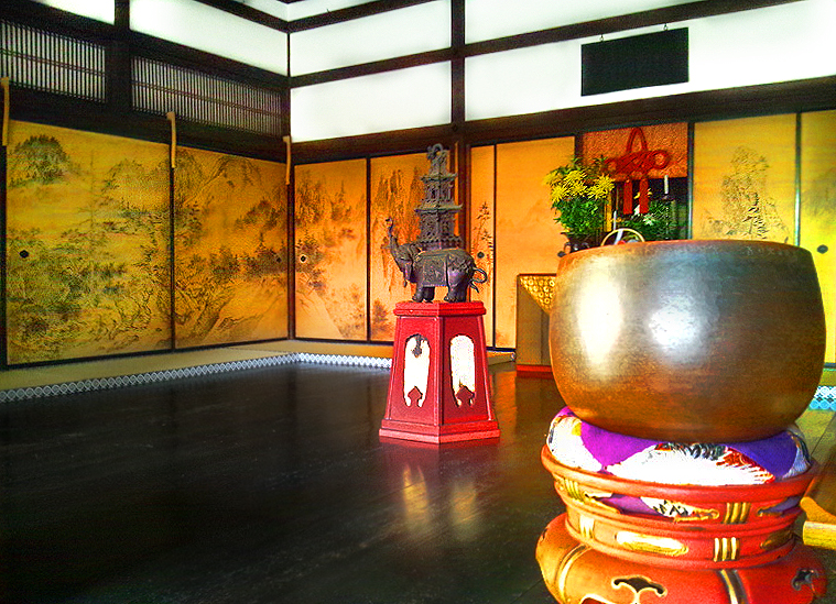 Комната для медитаций в храме Дзуихо-ин