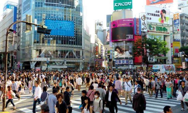 Многолюдные улицы Токио